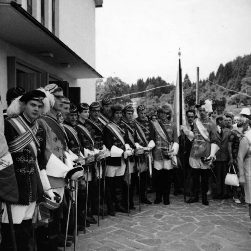 1969-06-29 Fahnenw Chargierte